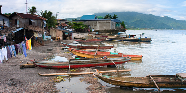 A fishing village along Laguna Lake in Los Banos in the Philippines. - Photo: Shutterstock