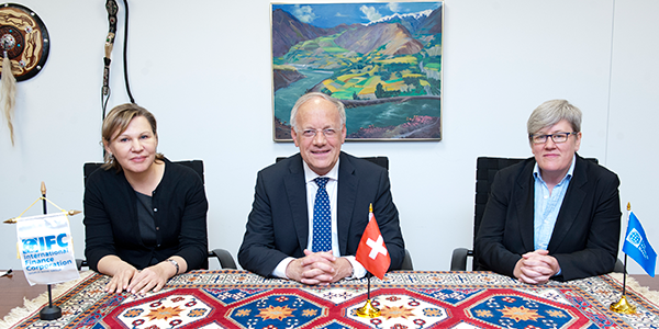 Nena Stoiljkovic, Vice President, Business Advisory Services, IFC with Johann N. Schneider-Amman, Swiss Minister of Economic Affairs, Education and Research and Rachel Kyte, Vice President, Sustainable Development Network of the World Bank